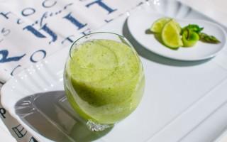 Ricetta smoothie agli asparagi, mela verde, pompelmo e menta ...