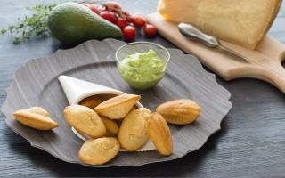 Ricetta madeleine al grana padano e guacamole