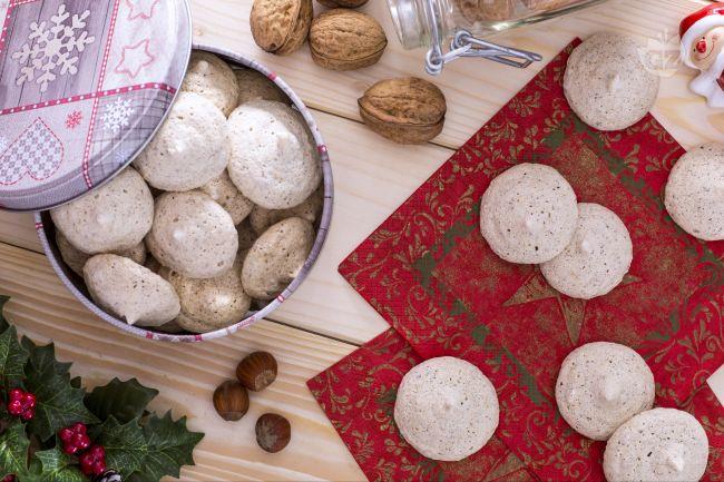 Ricetta biscotti con noci e nocciole