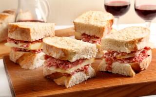 Ricetta panino con finocchiona e pecorino