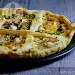 Torta salata agli asparagi, cotto e robiola