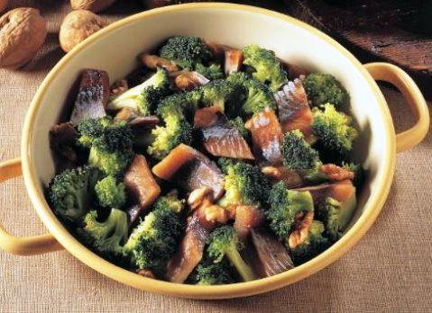 Broccoletti con aringhe e noci