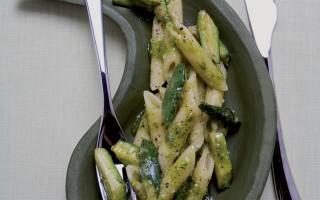 Ricetta penne al pesto e zucchine
