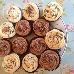 Cupcake al cioccolato e caffè con glassa al baileys