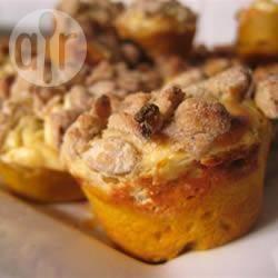 Muffin alla zucca con cuore di formaggio dolce e crumble alle noci ...