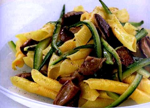 Garganelli con funghi e zucchine