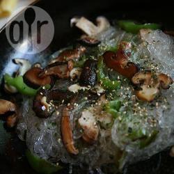 Spaghetti di riso con funghi shiitake