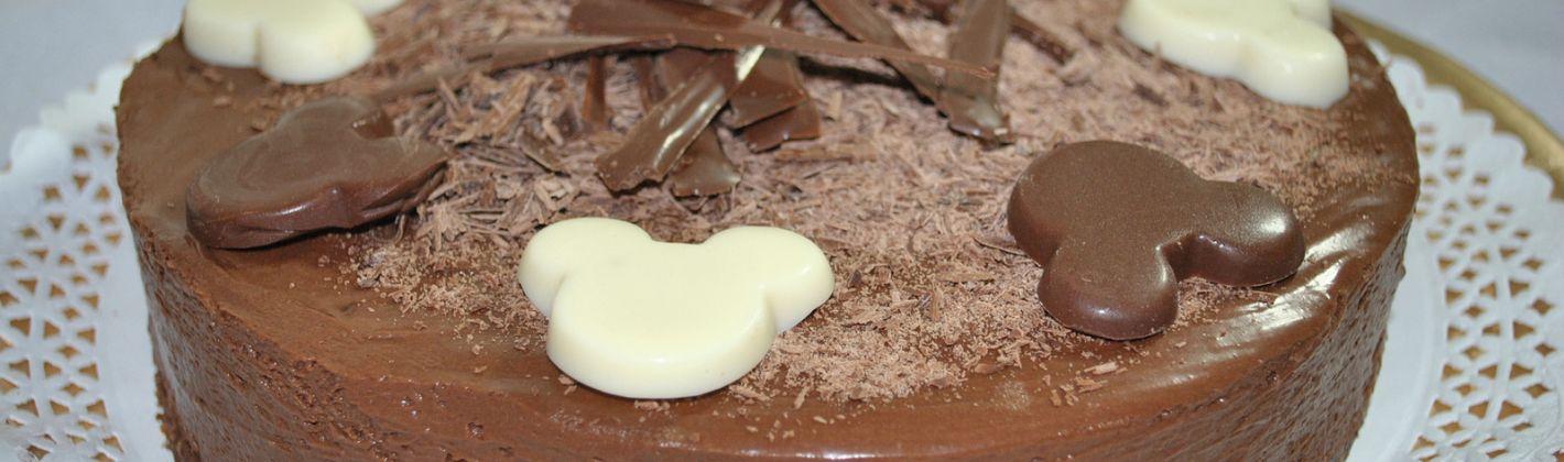 Ricetta torta delice al cioccolato farcita con panna e nutella