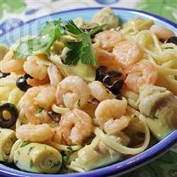 Linguine ai gamberi, carciofi e olive nere