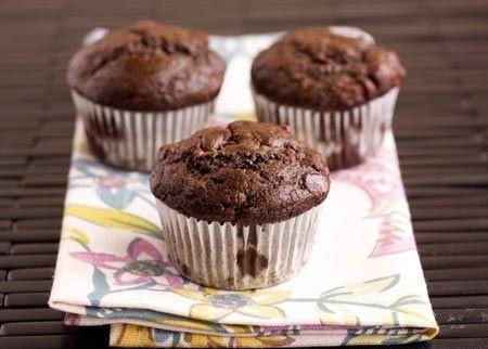 Ricetta muffin al cioccolato con banana e noccioline