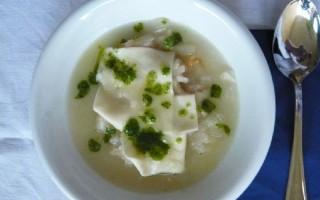 Ricetta zuppa di cipolle con grana e pesto al prezzemolo ...
