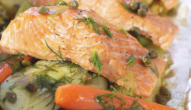 Salmone al forno con finocchi e capperi