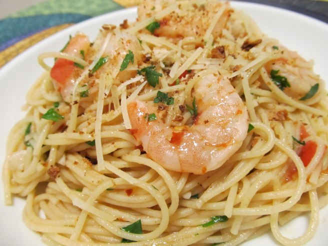 Spaghetti ai germogli di soia e scampi