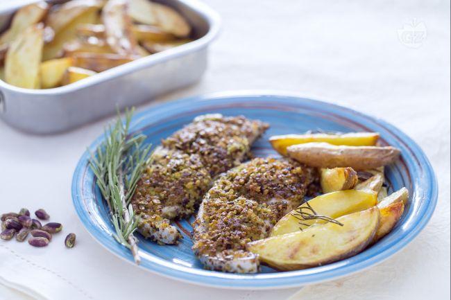 Ricetta spada in crosta di pistacchi con spicchi di patate