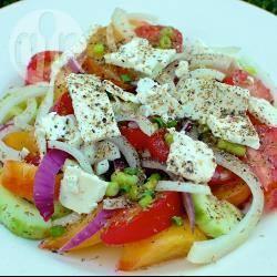 Insalata di pomodori e cetrioli con feta greca