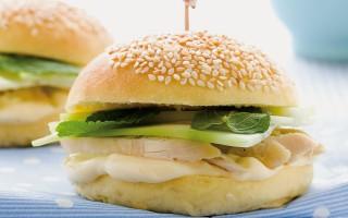Ricetta panini alla maionese di pollo e cetrioli
