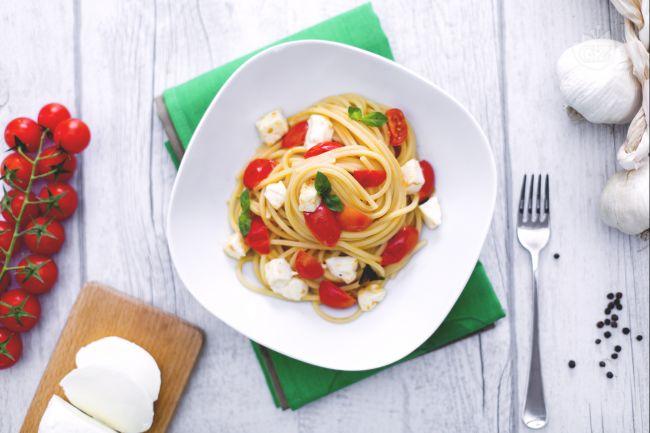 Ricetta spaghetti quadrati con sugo fresco e mozzarella