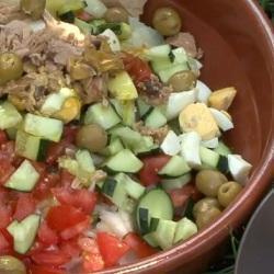 Insalata di patate, tonno e uova sode