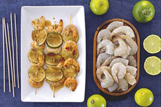 Ricetta spiedini di mazzancolle al lime, miele e semi di papavero ...
