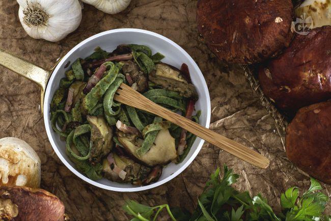 Ricetta tagliatelle di frittatine verdi con funghi e speck