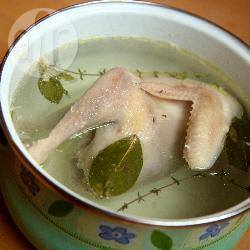 Brodo di pollo per zuppe e minestre