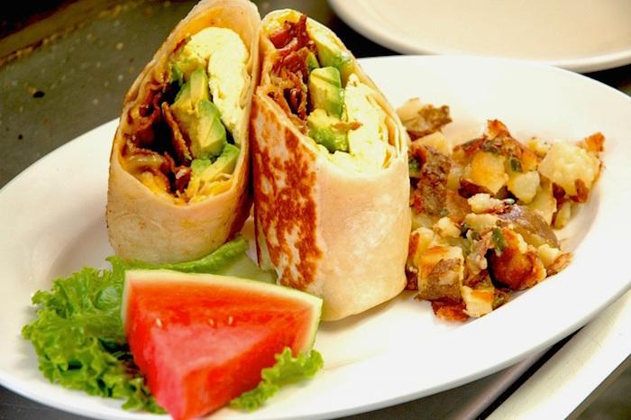 Burritos con pancetta e avocado