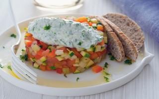 Ricetta tartare di verdure con yogurt alle erbe