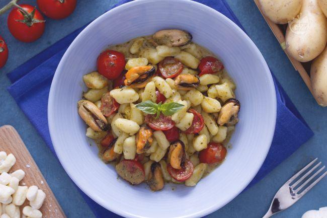 Ricetta chicche con pomodorini pesto e cozze