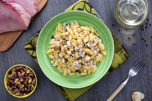 Ricetta gnocchetti sardi con pesce spada e pistacchi