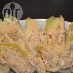 Barchette di indivia con uova e salmone