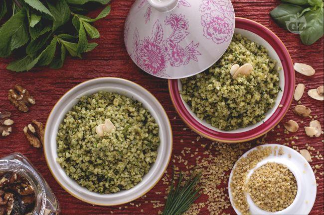 Ricetta bulgur con pesto di erbe fresche e noci