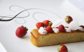 Ricetta plum cake, yogurt e fragole
