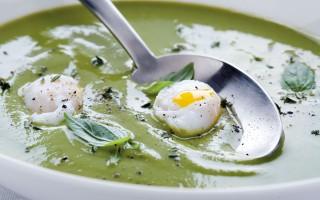 Ricetta crema di piselli con uova di quaglia