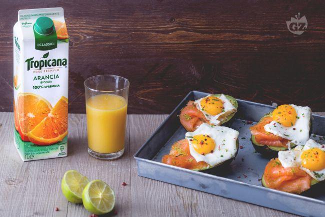 Ricetta avocado, uova e salmone