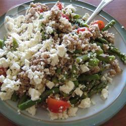 Cous cous in insalata con feta e asparagi
