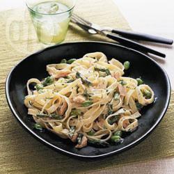 Pasta agli asparagi, fave fresche e trota affumicata