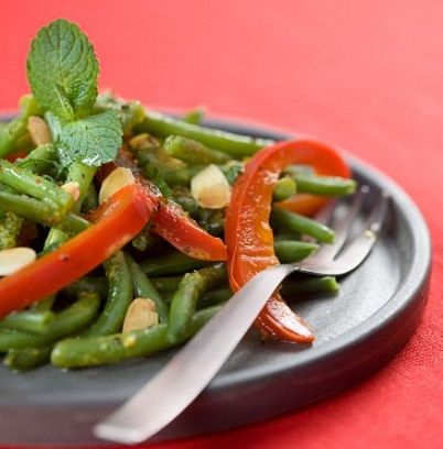 Ricetta insalata peperoni, fagiolini, germogli di soia e mais