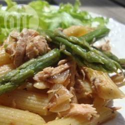 Pasta fredda con asparagi e salmone affumicato
