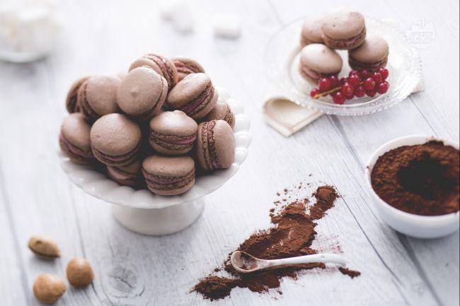 Ricetta macaron al cacao con crema al mascarpone e ribes