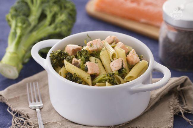 Ricetta pennette con broccoletti e salmone al finocchietto