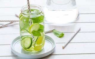 Ricetta acqua aromatizzata al limone, zenzero, cetriolo e menta ...