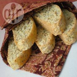 Biscotti alle mandorle con limone e semi di papavero