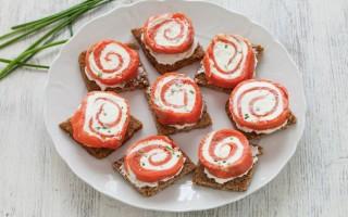 Ricetta tartine al salmone e formaggio
