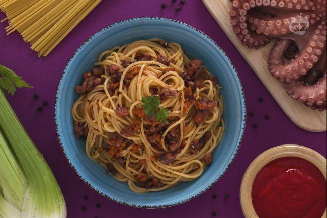 Ricetta spaghetti alla chitarra con ragù di polpo