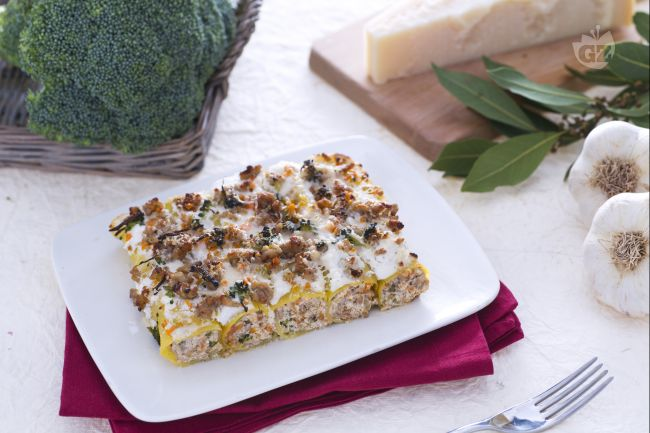 Ricetta cannelloni con crema di broccoletti alla ricotta e ragù ...