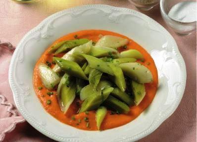 Porri con salsa di peperoni