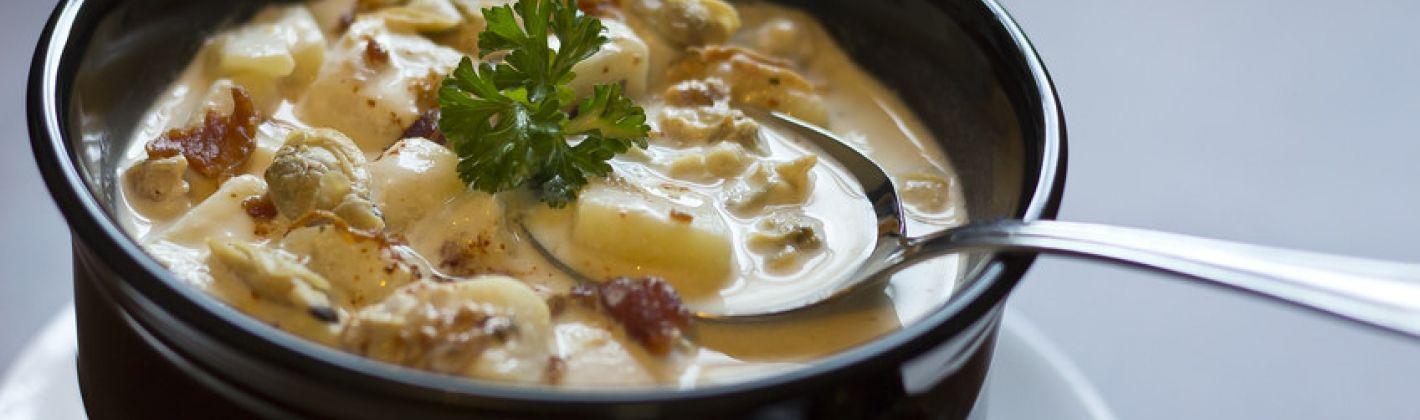 Ricetta zuppa di vongole con pancetta e patate