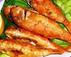Ricetta triglie fritte su letto di lattuga fresca