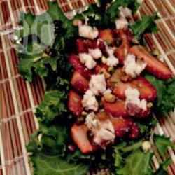 Insalata con le fragole e pistacchi