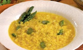 Minestra gialla di riso e asparagi